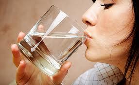 น้ำเปล่า ช่วยให้คุณสวยได้ยังไง