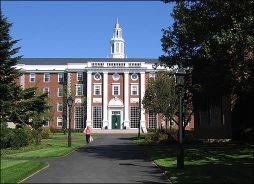 ฮาร์วาร์ด : สุดยอดมหาวิทยาลัยอันดับหนึ่งของโลก