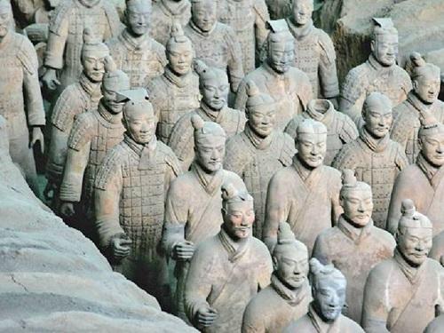 """สุดทึ่ง นักโบราณคดีอึ้ง รูปปั้นนักรบเฝ้าสุสานจีน 7 พันตัว ถูกปั้น""""ตามใบหน้าจริงแต่ละคน"""