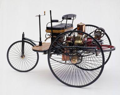 คาร์ล เบนซ์ เป็นผู้ให้กำเนิดรถยนตร์คันแรกของโลก