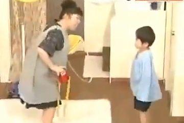 อย่างเทพ! มาดูคลิปที่ใครดูต้องอมยิ้ม เมื่อคุณแม่ชาวญี่ปุ่นเตรียมตัวไปโรงเรียนให้ลูกตอนเช้า