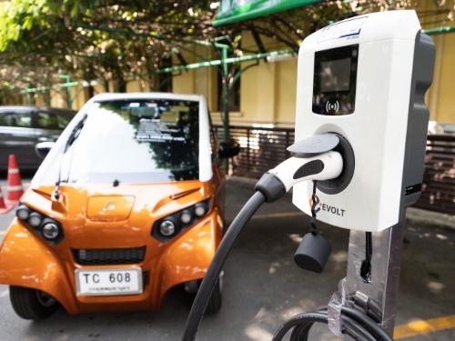 ธรรมศาสตร์จับมือ 4 บริษัทพัฒนา'รถยนต์ไฟฟ้า'ขับเคลื่อน Thammasat Smart City ดูแลสิ่งแวดล้อม