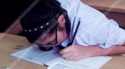 ครูถึงน้ำตาซึม!เด็กหญิงป.6 ฮึดสอบO-NET แม้ใช้แว่นสายตาคู่แว่นขยาย