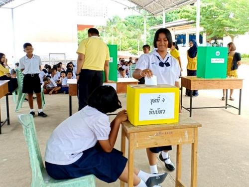 โรงเรียนบ้านแหลมสัก  เลือกตั้งสภานักเรียน  เพื่อพัฒนาผู้เรียนให้รู้บทบาทหน้าที่ตามวิถีประชาธิปไตย