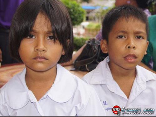 นักเรียน 3 พี่น้อง เดินเท้าจากบ้านไป-กลับโรงเรียน กว่า 14 กม.