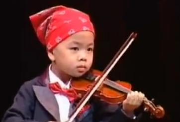 """คลิปน้อง """"ธนัช"""" เด็กไทยอัจฉริยะ ตอน 4 ขวบ เดี่ยวไวโอลิน ที่ยอดวิวตอนนี้ 22 ล้านแล้ว"""