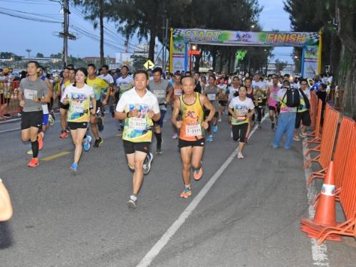 สพป.ขอนแก่น เขต 1 จัดเดิน - วิ่งการกุศลมินิมาราธอนเพื่อน้อง ครั้งที่ 1 หารายได้ช่วยเหลือครอบครัวนักเรียนที่ประสบภัยต่าง ๆ