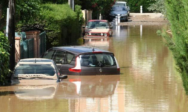 การดูแลรถเมื่อน้ำท่วม