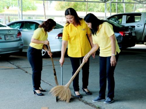 บุคลากร  สพป.กระบี่ ร่วมทำความสะอาดสถานที่ทำงาน และบริเวณใกล้เคียง  เนื่องในวันข้าราชการพลเรือน ประจำปี 2562