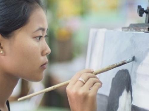 จิตอาสานร.สตรีระนอง วาดภาพพระราชกรณียกิจในหลวงร.9