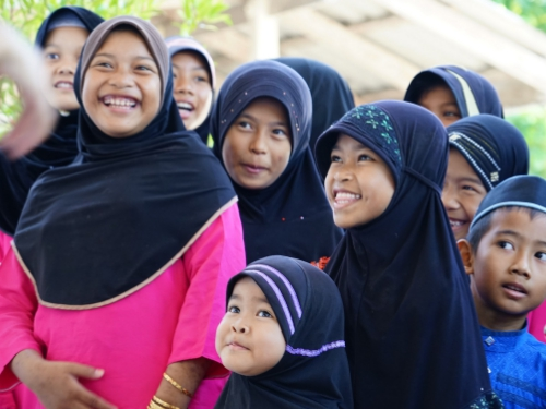 """ปิดเทอมสร้างสรรค์ด้วย """"นิทานสร้างสุข"""" ในโรงเรียนตาดีกา เรียนรู้และเข้าใจในความต่าง เสริมจินตนาการ-สร้างสันติภาพ"""