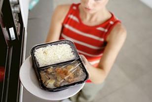 พลาสติกห่อหุ้มอาหาร ภัยร้ายต่อสุขภาพอย่างคาดไม่ถึง!