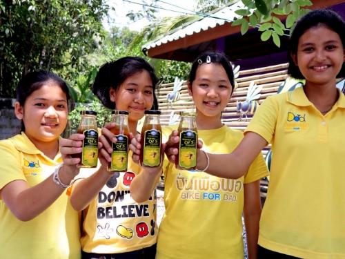 โรงเรียนบ้านโคกหาร สพป.กระบี่  จัดกิจกรรมการเลี้ยงผึ้งโพรงไทย เป็นผลิตภัณฑ์น้ำผึ้งเดือน 5 เสริมทักษะอาชีพให้กับนักเรียน