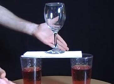 ใช้กระดาษบางๆ ทำสะพานวางแก้วน้ำได้ ทำยังไง เทคนิคดีๆ เอาไว้สอนเด็กครับ