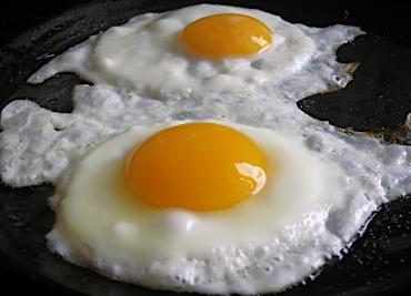 เคล็ดลับการทอดไข่ดาวให้ฟองใหญ่น่ากิน