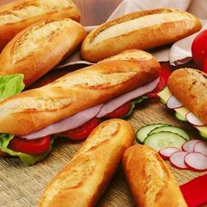 """ทำไม """"บาแก็ตต์"""" หรือ """"ขนมปังฝรั่งเศส"""" จึงทำเป็นแท่งยาว?"""
