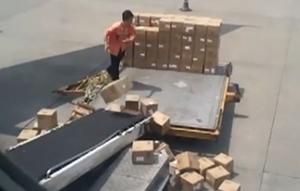 คลิปขนส่งพัสดุจีน ของไทยว่าห่วยแล้ว ยังชิดซ้ายเลย
