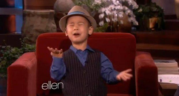คลิปน่ารัก เด็กชายวัย4ขวบร้องเพลงแบบอินสุดๆ