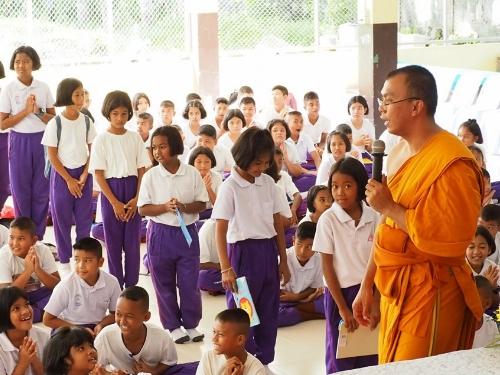 โรงเรียนวัดเขาโร สพป.นศ.2 พัฒนาคุณธรรม จริยธรรมนักเรียนสู่การดำรงชีวิตในสังคมอย่างเป็นสุข