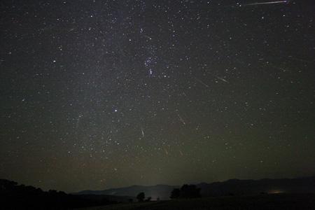 ชวนดู ฝนดาวตก โอไรโอนิดส์ Orionid Meteors shower