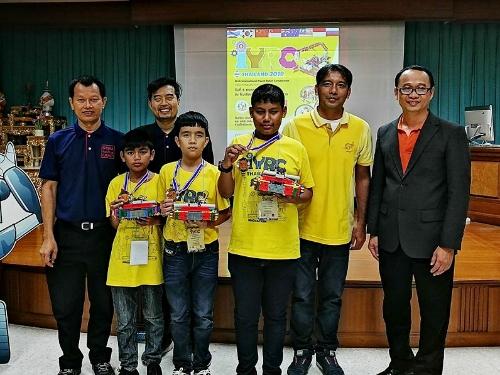 ปลื้ม...นักเรียนโรงเรียนอ่าวลึก ชนะการแข่งขันนวัตกรรมหุ่นยนต์ IYRC Thailand 2019 เป็นตัวแทนประเทศไทยไปร่วมแข่งขันระดับนานาชาติ  ณ ประเทศเกาหลีใต้ในเดื