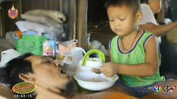 เด็ก 4 ขวบยอดกตัญญู ภาระหนักอึ้ง ดูแลพ่อขาพิการทั้งสองข้าง